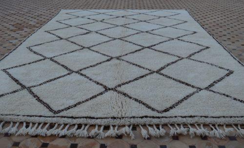 constrasting dark brown carpets