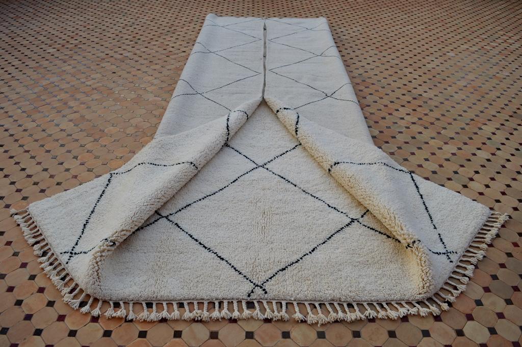Beni Ouarain carpet with classic design