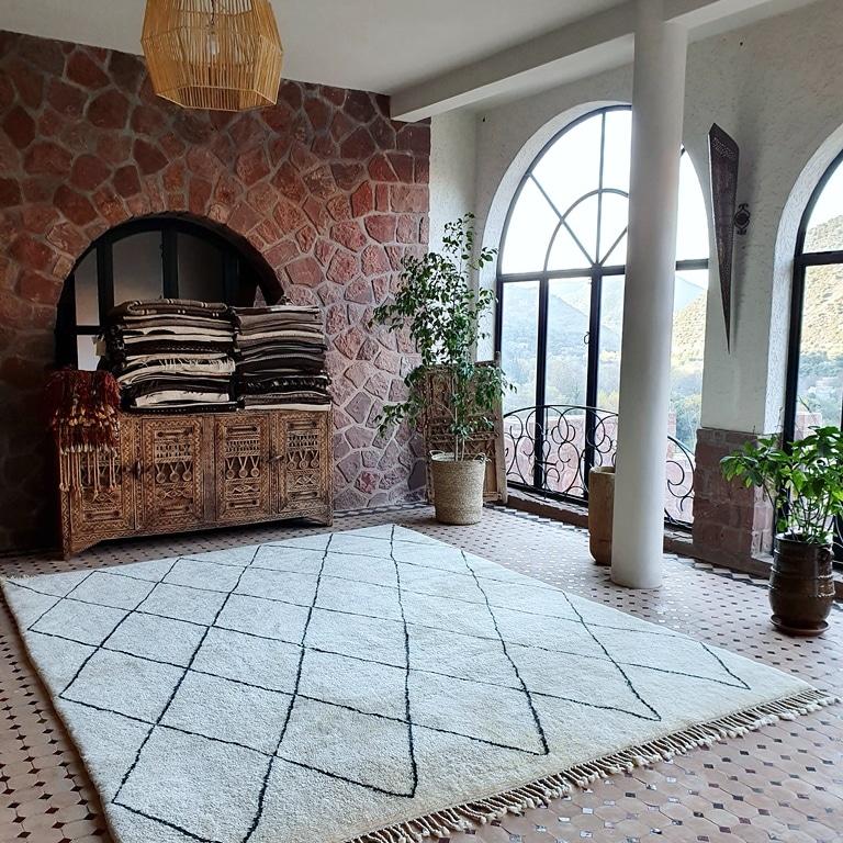 contemporary Mrirt carpet